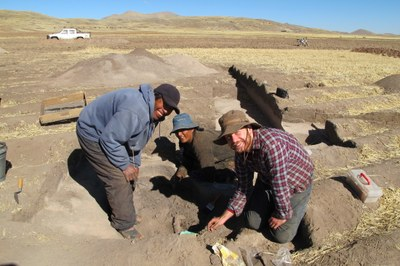 Nestor, Gervacia, and Lee excavating an Archaic Period feature at Soro Mik'aya Patjxa.