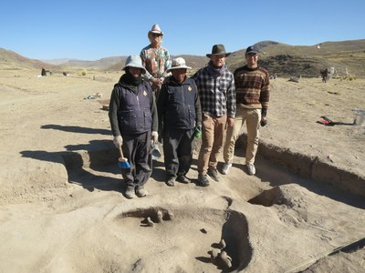But eventually we learn the contents. Here, Victor, Billy, Alberto, Ian, and Caleb show a prehistoric roasting oven that they excavated.